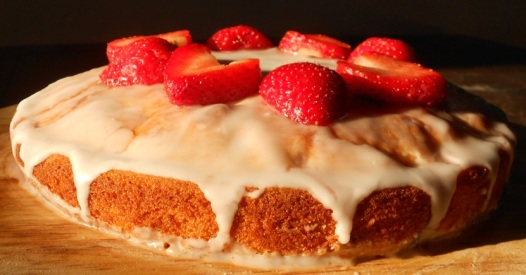 strawberry drizzle sponge cake...